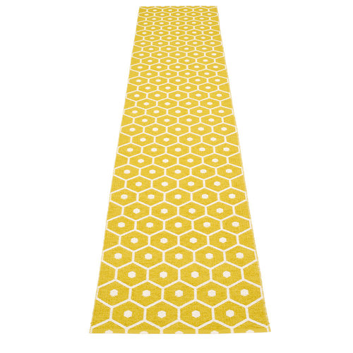 Pappelina HONEY matto  - mustard - Koko: 70x350cm