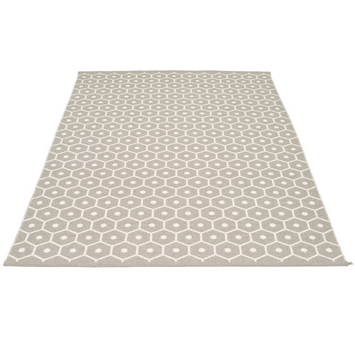 Pappelina HONEY matto  - warm grey - Koko: 180x260cm